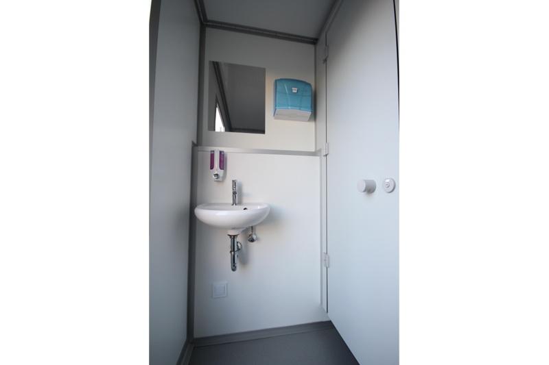 mobile toilette mieten toilettenwagen 2 1 kaufen. Black Bedroom Furniture Sets. Home Design Ideas